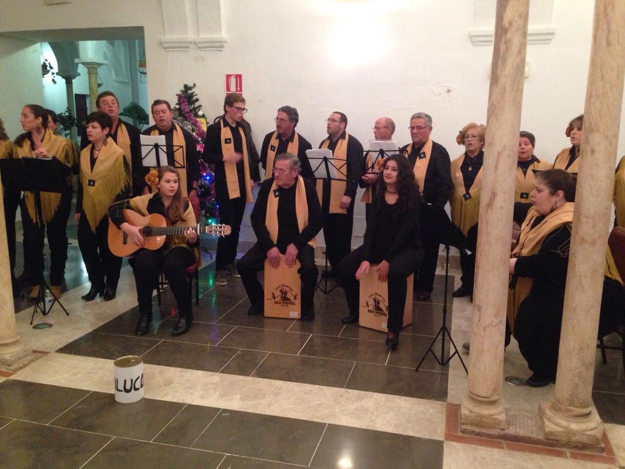 El Coro Romero canta en Navidad para ayudar a ALUCOD